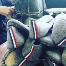 Charentaises cousues retournées, la tradition artisanale